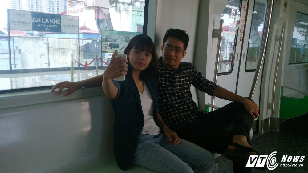 Anh: Dan Thu do tan mat kham pha ga duong sat tren cao Cat Linh-Ha Dong hinh anh 8