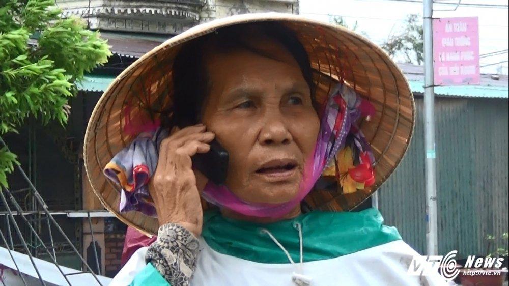 Anh: Bao so 10 chua tan, hang nghin nguoi dan Ha Tinh voi va bat xe ve nha hinh anh 7