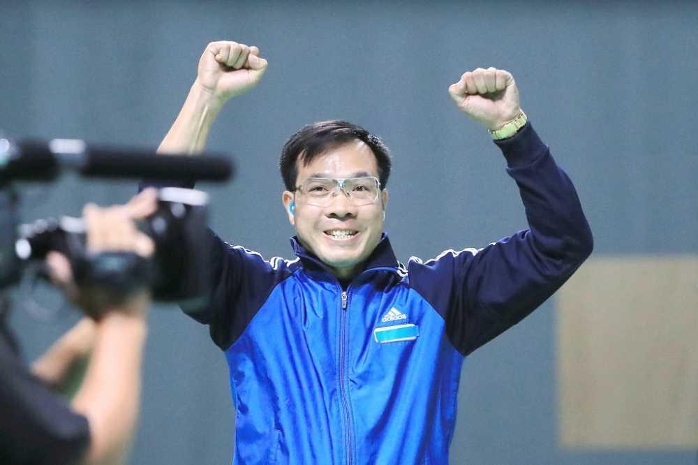 Truc tiep Olympic: Nguoi hung Hoang Xuan Vinh ve nuoc, Tien Minh dau Lin Dan hinh anh 8