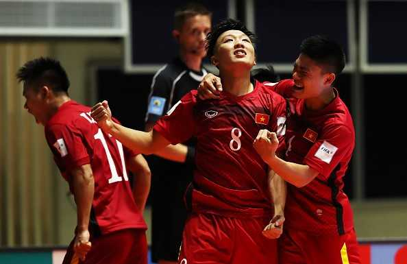 Thi dau thang hoa, Futsal Viet Nam thang tien than toc hinh anh 1