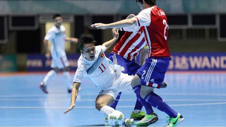 Cu dan mang tho o truoc noi buon thua tran cua doi tuyen Futsal Viet Nam hinh anh 1