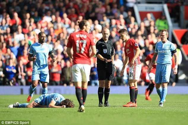 Man Utd lien tiep that bai: Mourinho vo trach nhiem, ngheo y tuong hinh anh 2