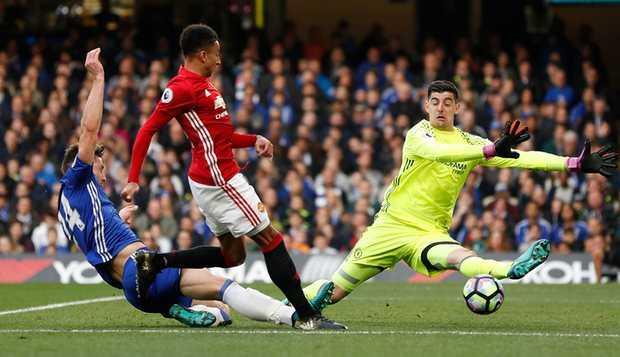 Tham bai truoc Chelsea: Trach ai bay gio day, Mourinho? hinh anh 2