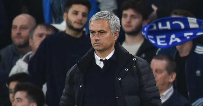 Tham bai truoc Chelsea: Trach ai bay gio day, Mourinho? hinh anh 1