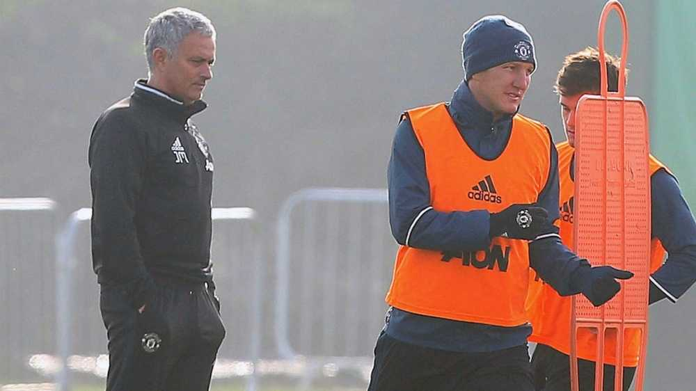 Mourinho het phep, cau cuu Schweinsteiger, Mkhitaryan hinh anh 2