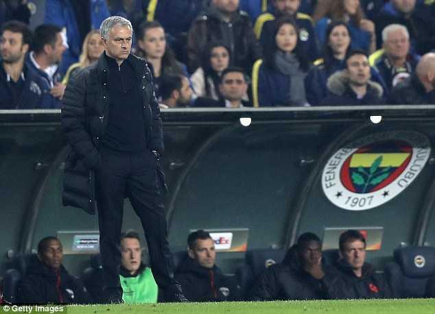 Jose Mourinho chi trich hoc tro tham te sau that bai hinh anh 1