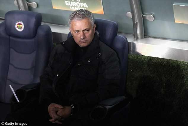 Jose Mourinho chi trich hoc tro tham te sau that bai hinh anh 3