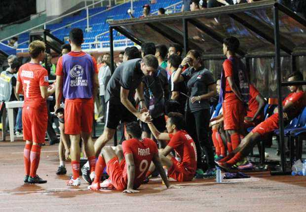 Indonesia vao ban ket AFF Cup: Alfred Riedl thoa man, Sundram gian du hinh anh 2