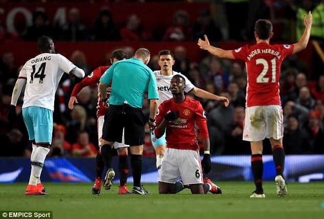 Man Utd bi West Ham cam hoa: Darmian, Rashford lam kho Mourinho hinh anh 1