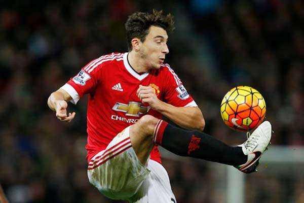 Man Utd bi West Ham cam hoa: Darmian, Rashford lam kho Mourinho hinh anh 3