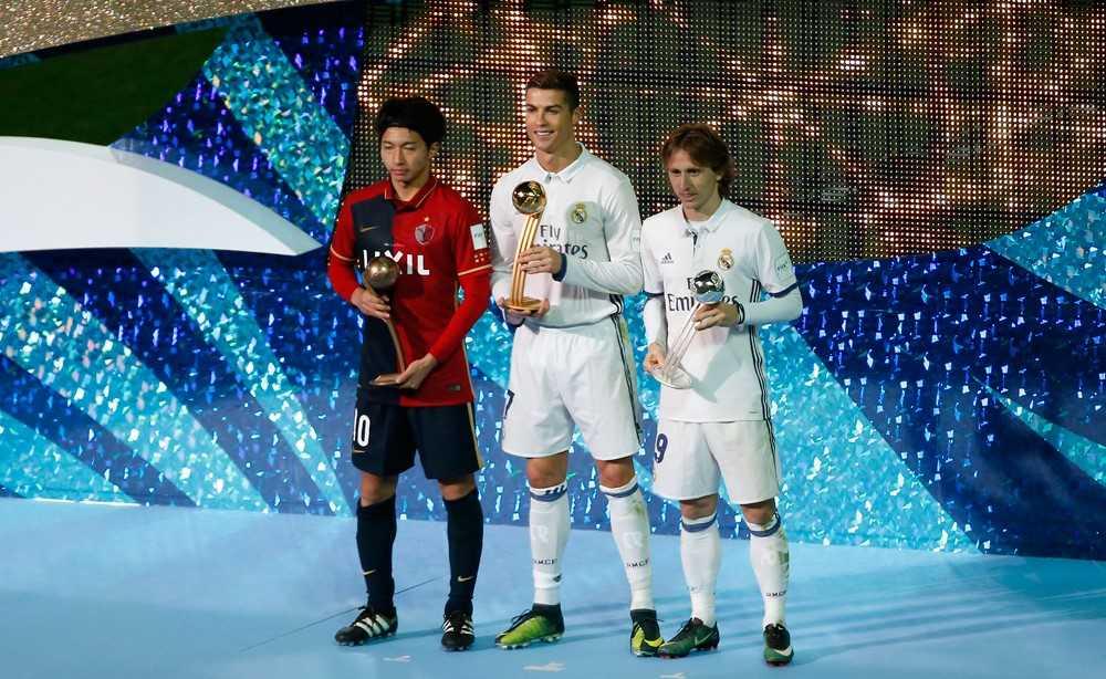 FIFA Club World Cup 2016: Qua bong vang lan 2 cho Ronaldo hinh anh 3
