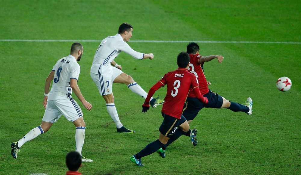 FIFA Club World Cup 2016: Qua bong vang lan 2 cho Ronaldo hinh anh 1