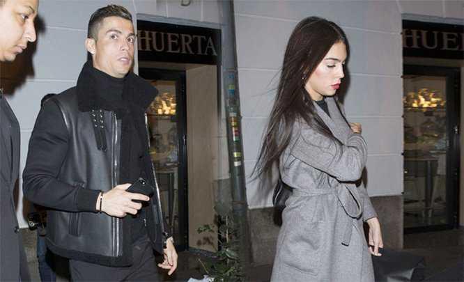 Tong ket nam 2016 dai thanh cong, Ronaldo dan bo xinh dep di an hinh anh 3