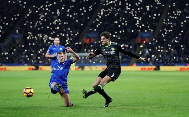 Marcos Alonso lap cu dup, Chelsea nhan chim Leicester hinh anh 2