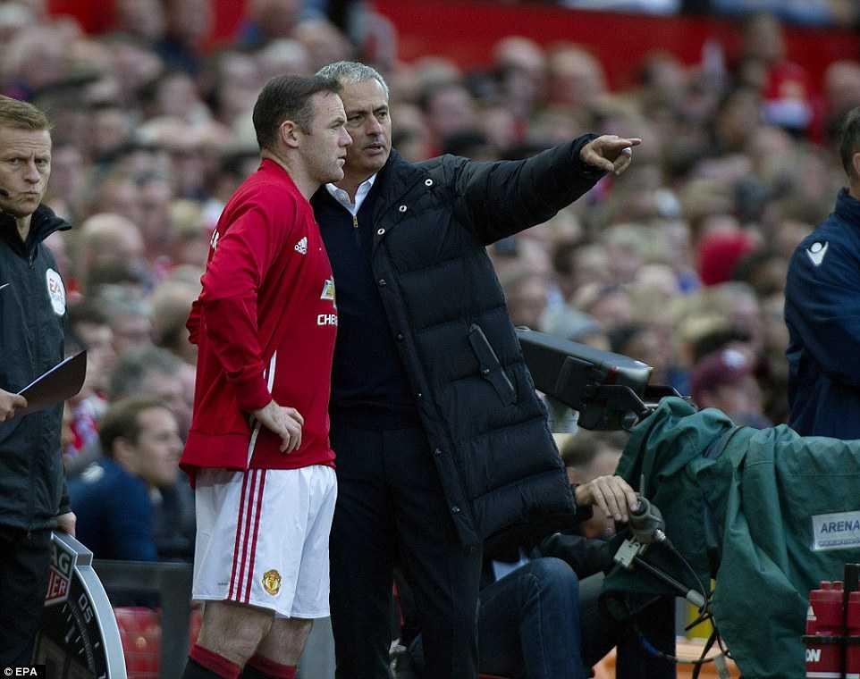 Jose Mourinho muon Wayne Rooney o lai MU hinh anh 2