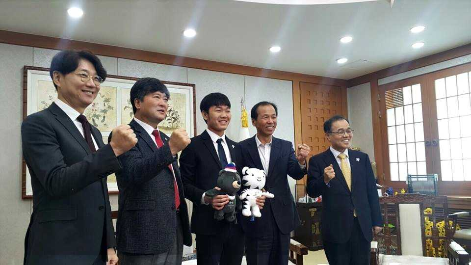 Luong Xuan Truong lam Dai su tinh Gangwon, tro thanh chau nuoi Thong doc hinh anh 1