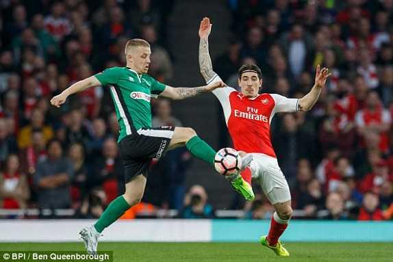 Sanchez ruc sang, Arsenal thang hoanh trang doi bong nghiep du hinh anh 1