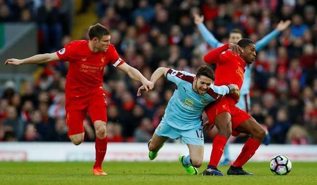 Nhoc nhan vuot Burnley, Liverpool vung chan trong top 4 hinh anh 1