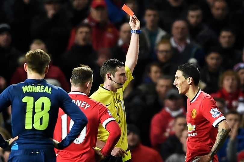 Trong tai Michael Oliver tro thanh noi am anh cua MU the nao? hinh anh 1