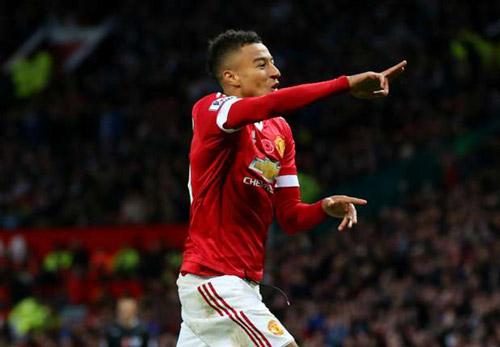 Man Utd ap sat top 4: Mourinho thanh cong nho y tuong cua Van Gaal? hinh anh 5