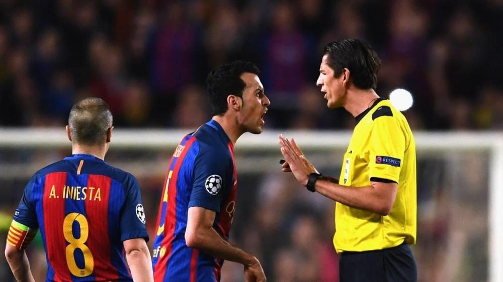 Barcelona co dang duoc cac trong tai La Liga thien vi? hinh anh 2