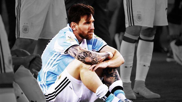 Chui trong tai, bi cam thi dau, Messi nen tra lai bang doi truong Argentina hinh anh 3