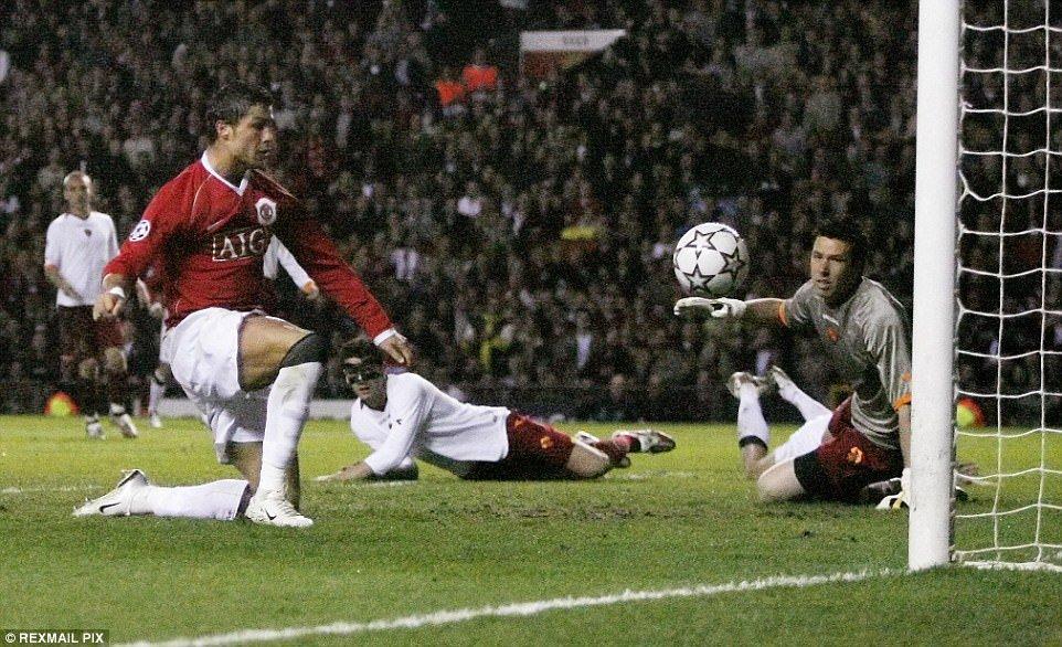 Ronaldo ghi 100 ban o Champions League: Huyen thoai CR100 ra doi hinh anh 3