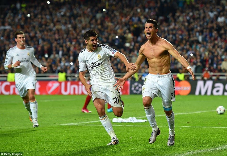 Ronaldo ghi 100 ban o Champions League: Huyen thoai CR100 ra doi hinh anh 5