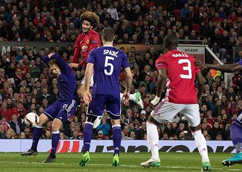 Video ket qua MU vs Anderlecht: Da hiep phu, MU nhoc nhan vao ban ket hinh anh 1