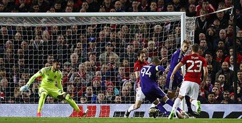 Video ket qua MU vs Anderlecht: Da hiep phu, MU nhoc nhan vao ban ket hinh anh 2