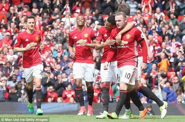 MU mai khong vao top 4: Mourinho chi gioi lam mom keu ca hinh anh 2
