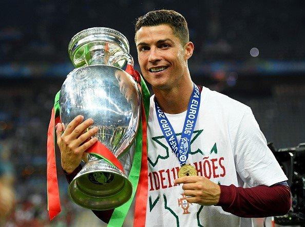 Ronaldo co 100 trieu nguoi theo doi tren Instagram hinh anh 2