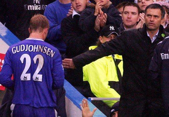 Buong Ngoai hang Anh, lo Europa League: Dung noi Mourinho hen ha hinh anh 2