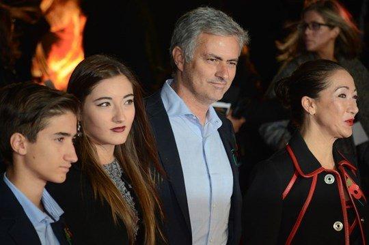 Buong Ngoai hang Anh, lo Europa League: Dung noi Mourinho hen ha hinh anh 4