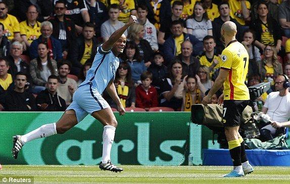 Video ket qua Watford vs Man City: Song sat Aguero - Jesus khai hoa, Man City vung chan top 3 hinh anh 1