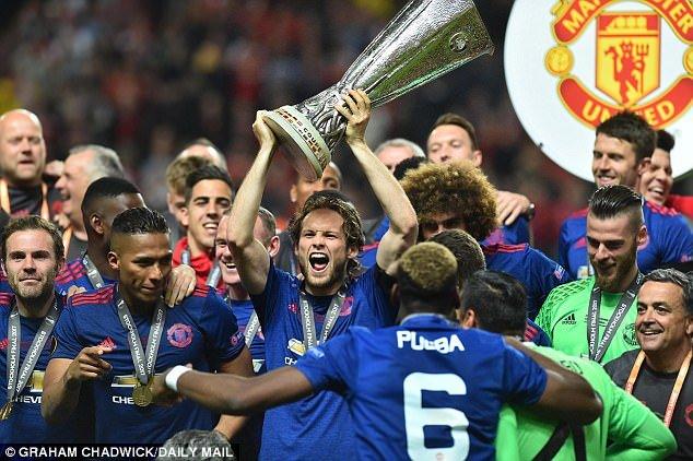 Sir Alex: 'MU tro lai Champions League de vo dich' hinh anh 1
