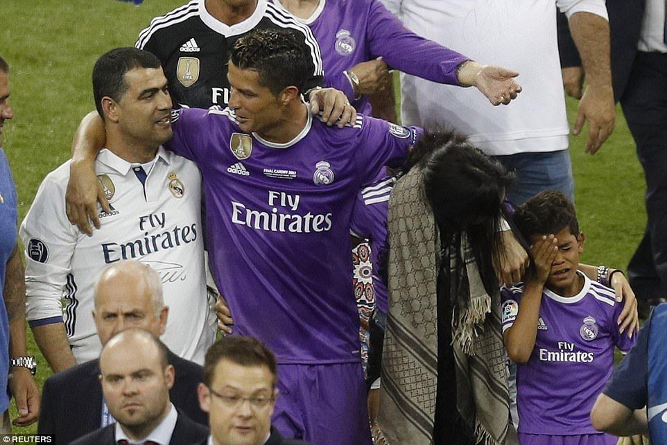 Sir Alex Ferguson mung tui ngay Ronaldo lap ky tich hinh anh 5