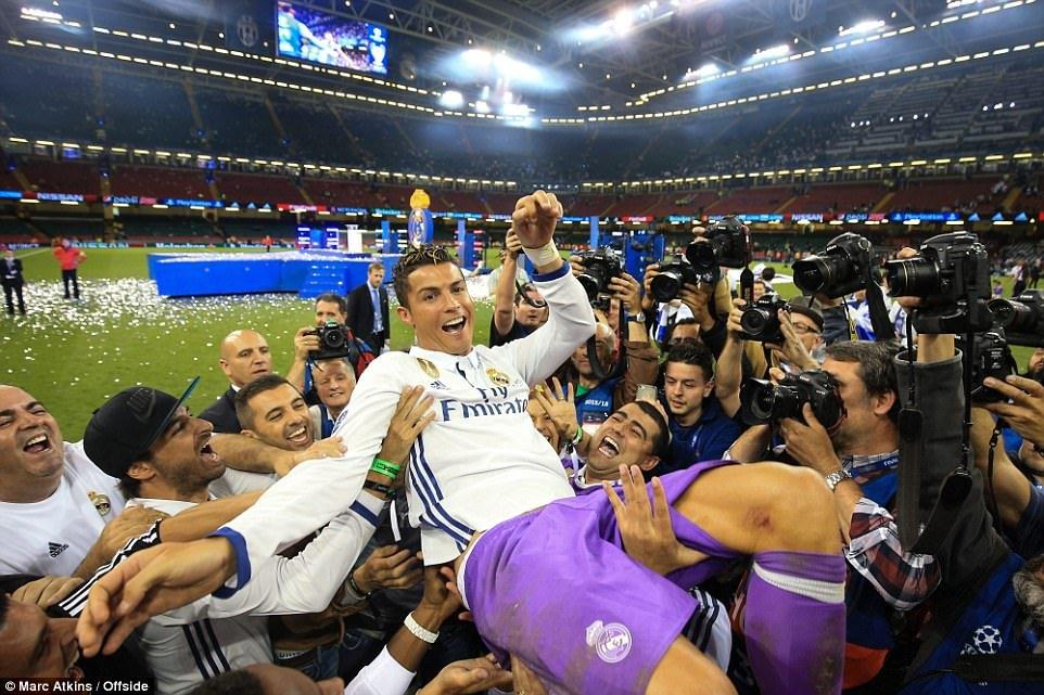 Sir Alex Ferguson mung tui ngay Ronaldo lap ky tich hinh anh 1