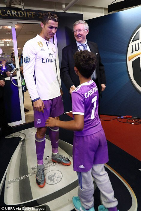 Sir Alex Ferguson mung tui ngay Ronaldo lap ky tich hinh anh 7