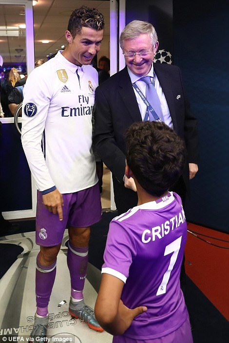 Sir Alex Ferguson mung tui ngay Ronaldo lap ky tich hinh anh 6