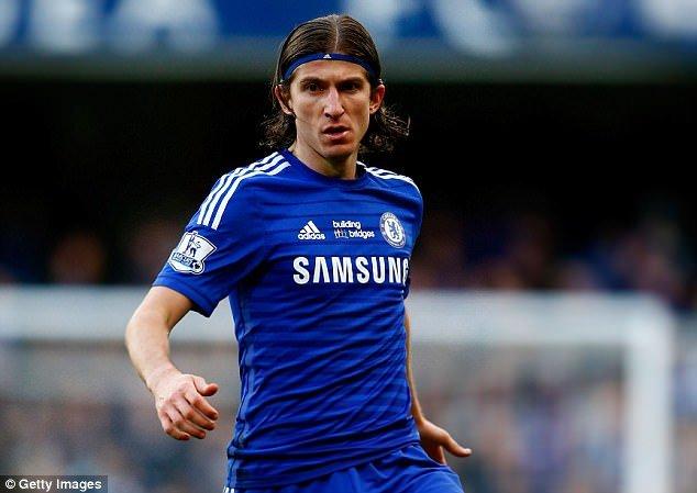 Tin chuyen nhuong Chelsea: 3 nam,122 trieu bang de thay the Ashley Cole hinh anh 1