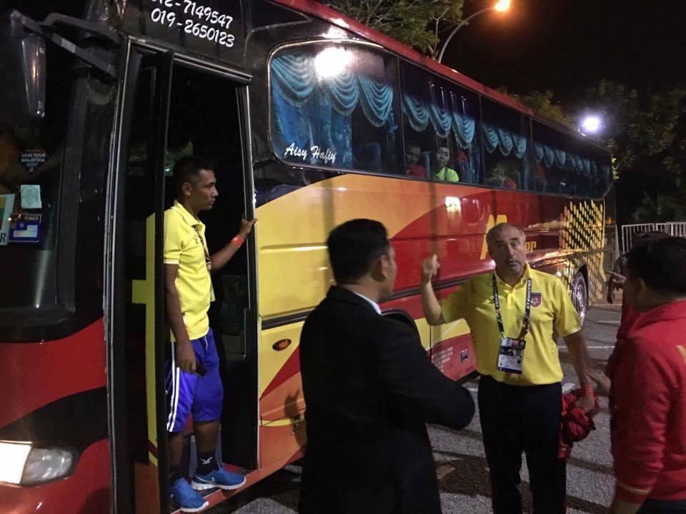 Hy huu: Tai xe bi bat khi dang lai xe cho doi nu Myanmar du SEA Games hinh anh 1
