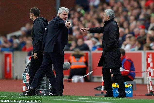 Vi sao Jose Mourinho tu choi bat tay Mark Hughes? hinh anh 2
