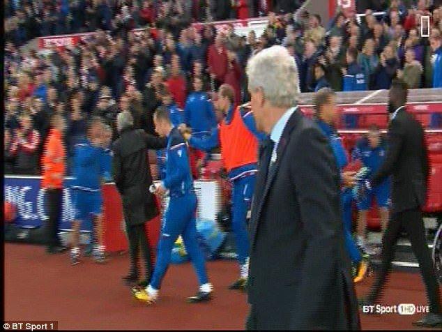 Vi sao Jose Mourinho tu choi bat tay Mark Hughes? hinh anh 3