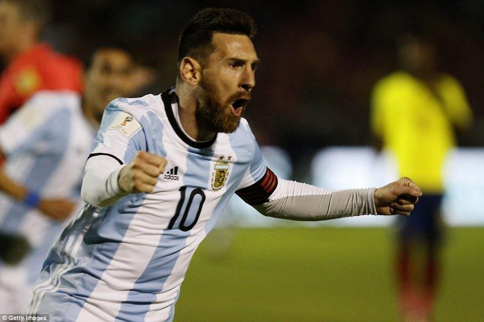 Bao the gioi: Messi la 'sieu nhan', keo ca doi Argentina den World Cup 2018 hinh anh 1