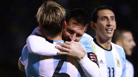 Bao the gioi: Messi la 'sieu nhan', keo ca doi Argentina den World Cup 2018 hinh anh 4