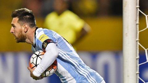 Mot minh cuu tuyen Argentina, Messi duoc tung ho nhu 'thanh than' hinh anh 3