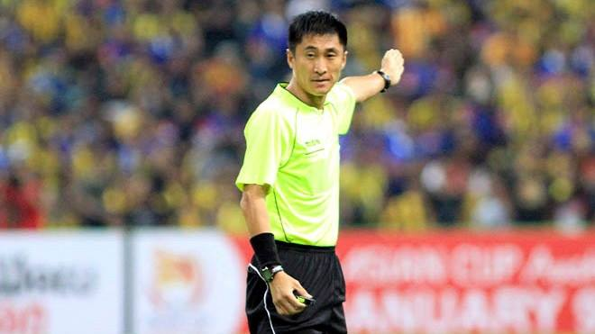 Trong tai 'hung than' nguoi Trung Quoc bat chung ket U23 Viet Nam vs U23 Uzbekistan hinh anh 1