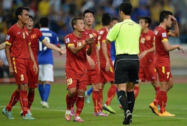 Trong tai 'hung than' nguoi Trung Quoc bat chung ket U23 Viet Nam vs U23 Uzbekistan hinh anh 2