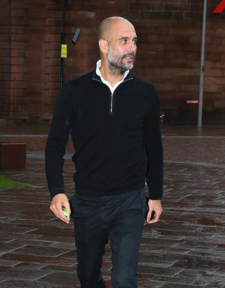Guardiola hi ha don tin Man City vo dich tren san golf hinh anh 1